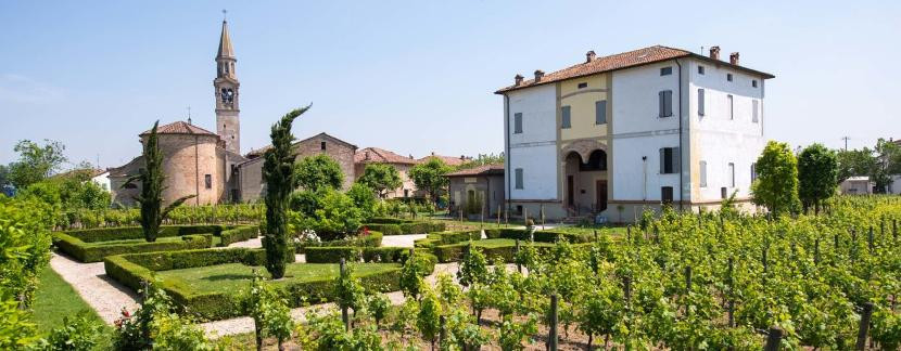 Magnificent villa and winery · near Parma