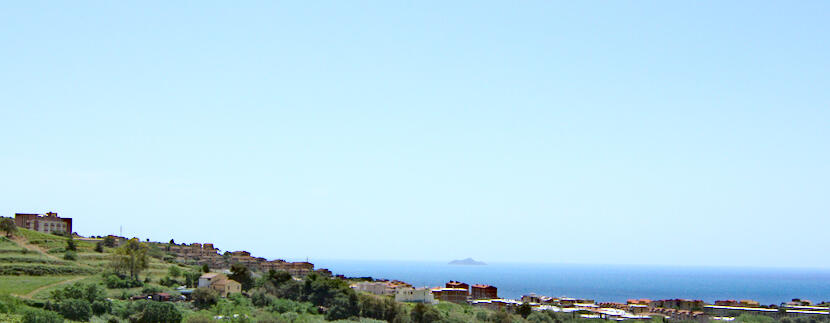 Bright 2 bedroom, 2 bathroom apartment with stunning views of the sea and surrounding nature